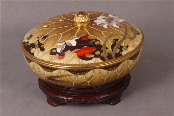 作者:钟连盛    作品:和和美美   尺寸:26 x 26 x 18cm    材质:紫铜、珐琅釉.jpg